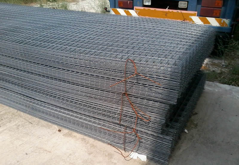 Many Pieces Of Welded Mesh Panel Are Placed On The Ground