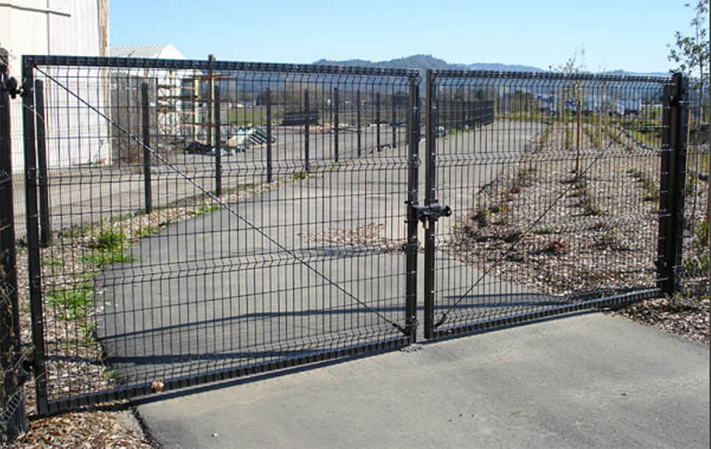 Welded wire mesh gate galvanized then pvc coated